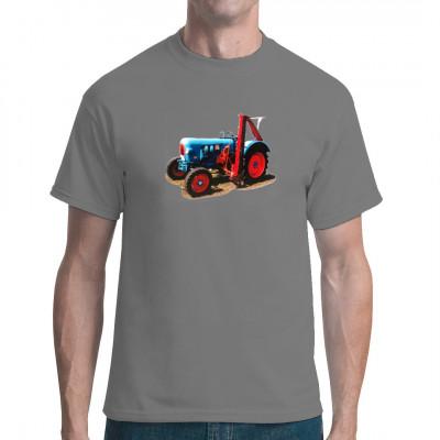 Ein alter Eicher Oldtimer Traktor mit in traditioneller blauer Lackierung mit rotem Mähwerk. Tolles Motiv für Fans alter Landmaschinen.