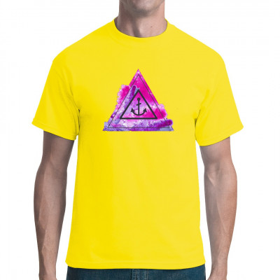 Das kunstvolle Shirt zeigt einen in ein Dreieck eingefassten Anker - ein typisches Hipster-Motiv.