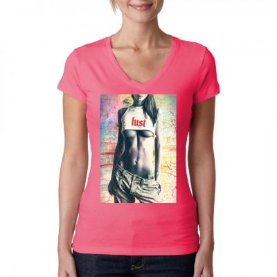Worauf das heiße Girl im viel zu knappen Top wohl Lust hat? Ist das kleine Hanfblatt auf ihrer Hüfte ein Indiz? Worauf hast Du Lust, wenn Du dir dieses Motiv ansiehst? Hättest Du dieses coole Shirt gern im Schrank hängen? Dann schlag noch heute zu!