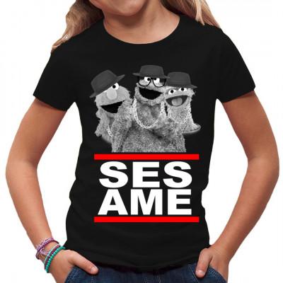 """Der Text """"SESAME"""" im Hipster Style und Handpuppen als qualitativ hochwertiger, waschfester Digital-Direktdruck für dein Shirt"""