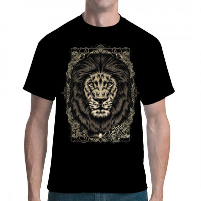 Der Löwe wird üblicherweise als der König der Tiere angesehen. Hol dir diesen majestätischen Druck für ein Shirt in deiner Wunschgröße und -farbe.  Mittels Digital-Direktdruck aufgebracht. waschfest