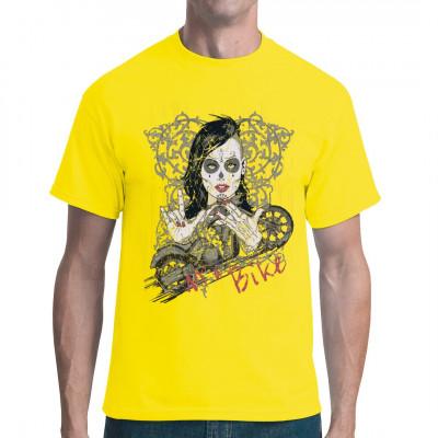 Biker Girl mit Dia de los Muertos Gesichtsbemalung mit Motorrad und Rankenmuster.  Cooles Shirt für Sie und Ihn