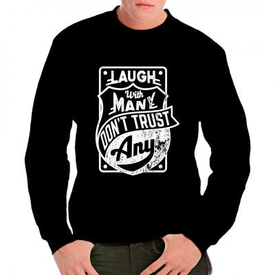Lebensmotto für dein Shirt: Laugh with many, don't trust any.  In vielen Größen und Farben erhältlich.