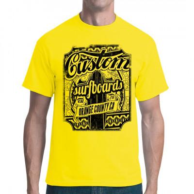 Shirt Motiv für alle Wassersport - Fans: Custom Surfboards. Ideal für einen Tag am Strand Mittels Digital-Direktdruck aufgebracht. waschfest