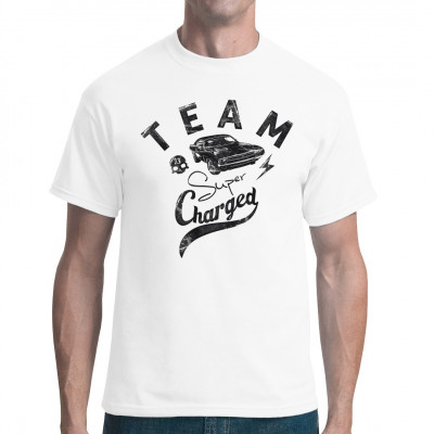 Cooles Shirt Motiv für alle, denen Hubraub über alles geht, außer noch mehr Hubraum. Cooles Muscle Car für dein T-Shirt, Sweatshirt oder V-Neck  Mittels Digital-Direktdruck aufgebracht. waschfest