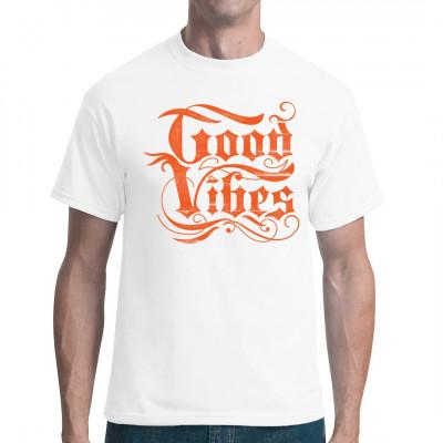 Shirt Motiv: Good vibes! Es geht doch nix über gute Schwingungen. Schenk Deinen Mitmenschen ein wenig positive Energie mit diesem Shirt Druck. Mittels Digital-Direktdruck aufgebracht. waschfest