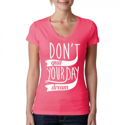Spruch Shirt: Don't quit your day dream! Gib niemals deinen Tagtraum auf!  Mittels Digital-Direktdruck aufgebracht. waschfest