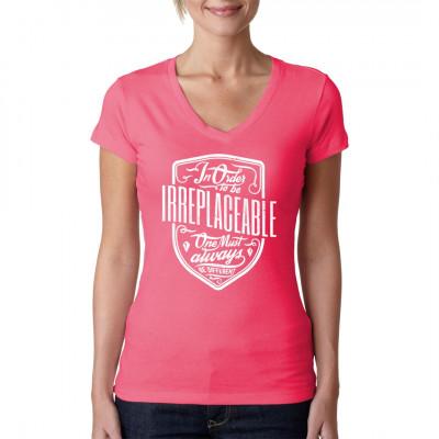 Um unersetzbar zu sein, muss man immer etwas Besonderes sein.  Inspirierender Spruch für dein T-Shirt, Sweatshirt oder V-Neck