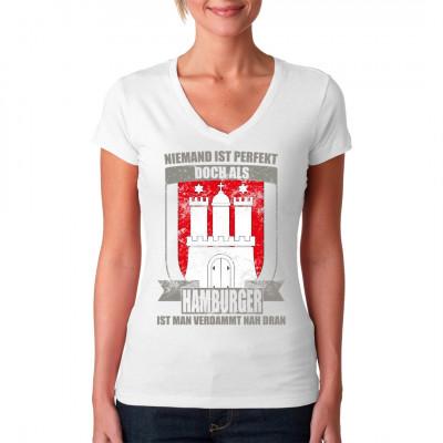 Zeig deine Verbundenheit zur Hansestadt Hamburg mit diesem tollen Shirt Motiv, damit auch jeder weiß, dass Hamburger perfekt sind.