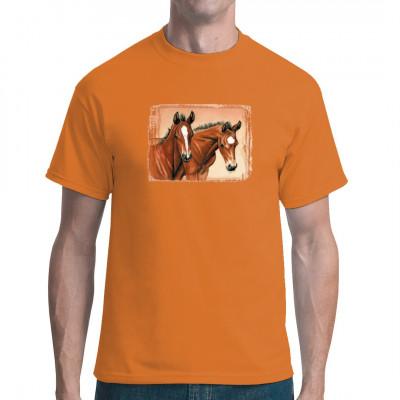 Zwei süße braune Fohlen mit ausgeprägter Fellzeichnung. Eines trägt eine Blesse, das andere eine Blume. Tolles T-Shirt - Motiv für Pferde - Fans.