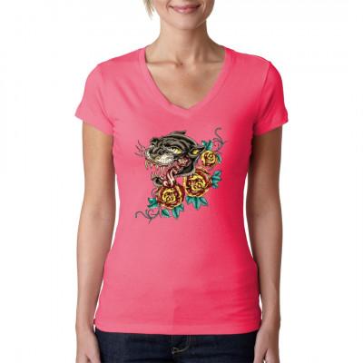 Eine schwarze Raubkatze und drei rote Rosen im Stil japanischer Tattoos als Oversize-Print für dein T-Shirt, Sweatshirt oder V-Neck