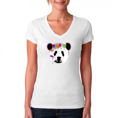 Dieser süße Panda sieht aus, als wäre er zu nahe an eine Paintball - Anlage geraten. So eine behandlung hat dieser knuffige Bär nun wirklich nicht verdient, jetzt ist er voll mit Neonfarbe.