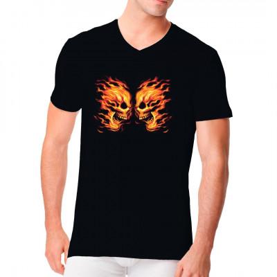 Brennende Totenköpfe als cooles Biker Shirt Motiv