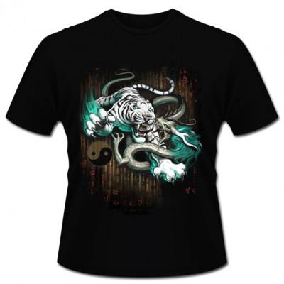 T-Shirt Motiv: Death match   Ein weißer Tiger im Kampf gegen einen asiatischnen Drachen.