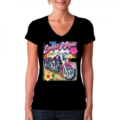 Motiv: Lady's Night  Pinker Chopper am sonnigem Strand, während die Sonne untergeht. Cooles Motiv für Biker-Girls die Bock auf Urlaub haben.