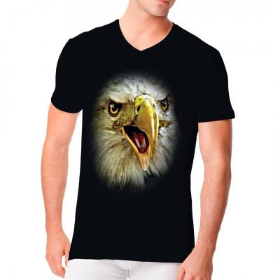 Übergroßes T-Shirt - Motiv: das Gesicht eines Adlers Riesiges Adlergesicht für dunkle Textilien. Das Motiv erstreckt sich über die gesamte Fläche des Shirts.