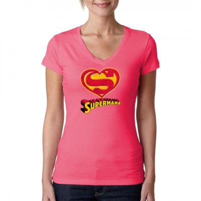 T-Shirt - Motiv  Supermama Zeigt, wie sehr ihr eure Mama liebt und überrascht sie mit diesem tollen T-Shirt. Fragt Papa aber noch nach der richtigen Größe.   Motivgröße:  21x24cm