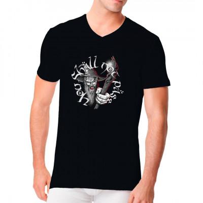Ob in den Tiefen der Zwergenbinge, den Gipfeln der höchsten Gebirge oder dem Einlass zum angesagtesten Club der Stadt: An diesem Shirt kommt keiner vorbei.  Hol dir dieses Fantasy - Motiv als XXL-Druck für dein Shirt.