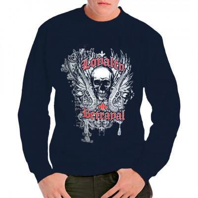 Loyalität und Verrat Totenkopf Shirt Motiv Totenschädel mit alten Steinschlosspistolen, Flügeln und Verzierungen.
