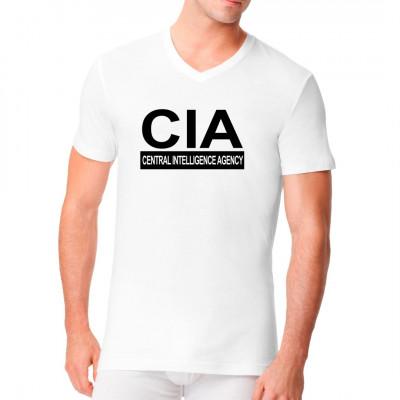 Was gäbe es für eine bessere Tarnung für einen Geheimagenten als ein T-Shirt mit dem Schriftzug eines großen Geheimdienstes? Man würde eher die spanische Inquisition erwarten als so ein auffälliges T-Shirt. Mittels Flexdruck aufgebracht. waschfest