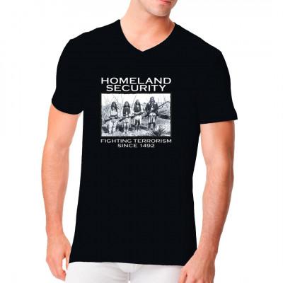 T-Shirt Motiv: Homeland Security fighting terrorism 1492  Cooles Shirt-Motiv mit 4 Indianer im Hintergrund: Die wahre Homeland Security !