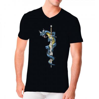 T-Shirt Motiv: Blauer Drache mit Schwert. Cooles Gothic-Motiv für alle Drachen-Fans.