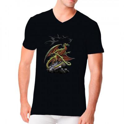 Cooles Gothic Shirt Motiv mit einem großen Drachen auf einer Burgruine.