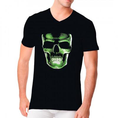 T-Shirt - Motiv : Glow in the dark skull Ein riesen grüner und im Dunklen leuchtender Totenkopf  als Shirt Motiv.