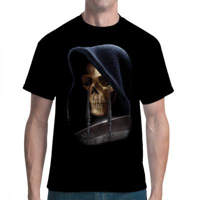 Der Sensenmann trägt selten etwas anderes als seine Kutte. Hol dir den Grimmen Schnitter jetzt für dein T-Shirt, Sweatshirt oder V-Neck.  Motivgröße: 36 x 25 cm