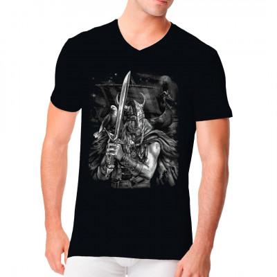 Sind Sie ein Fan der nordischen Mythologie? Dann ist dieses T-Shirt, das einen Wikinger mit seinem Schwert darstellt, genau das Richtige für Sie.
