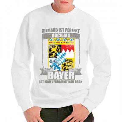 Perfekter Bayer Shirt hochwertig bedruckt mit Wappendesign Zeige Flagge und zeige wie mächtig Bayern ist. Auch als tolles Geschenk immer eine gute Idee. Mittels Direkt Druck Verfahren direkt ind die textilie gedruckt. Kein gefühlter Widerstand und sehr