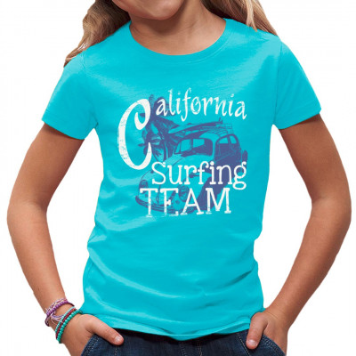 Die Zutaten für ein entspannendes Leben? Strand, Palmen, ein Surfboard und einen Oldtimer aus der Blütezeit der Hippie-Kultur.  Hol dir dieses tolle Beach Style Motiv für dein T-Shirt, Sweatshirt oder V-Neck.