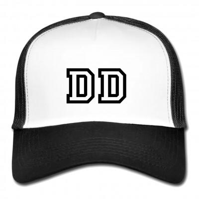"""5 Panel Meshcap in Weiß & Schwarz mit Aufdruck """"DD"""" Zeig deine Liebe zu Dresden mit diesem stylischen Mesh Cap."""
