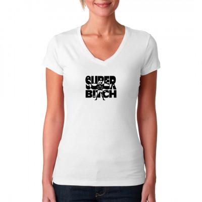 Super Bitch Shirt Motiv mit einer Frau die einen Umhang trägt. Fun Shirt Motiv. Motivgröße: 15 x 19 cm