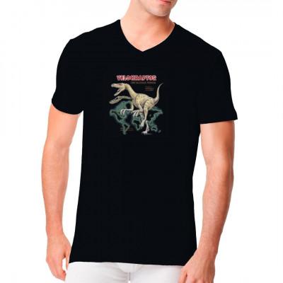 Der Raptor war wohl eines der gefährlichsten Raubtiere der Kreidezeit. Gehst du das Risiko ein? Lässt du diesen Dinosaurier auf dein T-Shirt los? Vorsicht vor der Klaue, und denk immer daran: Er jagt im Rudel! Tolles Dino - Motiv für dein T-Shirt.