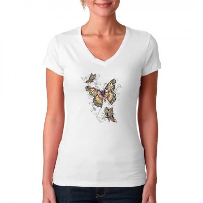 Motiv: Schmetterlinge  Drei fliegende Schmetterlinge, die mit feinen linien verziert sind. Das perfeke Motiv zum draußen, bei schönem Wetter zu entspannen.