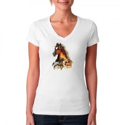 Detaillierter Pferdekopf, darunter 3 Pferde auf einer Wiese. Tolles Shirt Motiv für alle Naturfreunde und Pferdenarren.