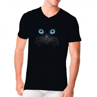 Cooles T-Shirt Motiv: Leuchtende blaue Katzenaugen, ideal für dunkle Textilien geeignet Diese geheimnisvolle Katze erwartet Dich auf Deinem Shirt. Verewige deine Zuneigung zu deinem Stubentiger mit diesem tollen Motiv.