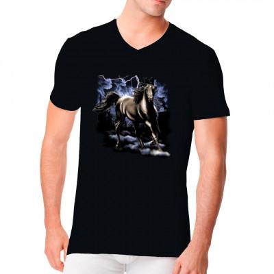 Tolles Tiermotiv für Pferdenarren: Schwarzes Pferd, das durch ein Gewitter gallopiert